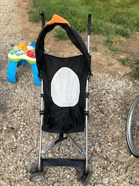 Penguin pop up stroller used once Mansfield, 44906
