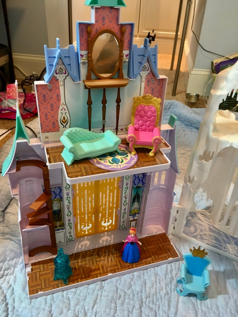 Photo Disney's Frozen Anna and Elsa 2 in 1 Castle & Ice Castle Playset