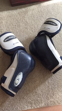 Elbow guards Y large long Coquitlam, V3J 4K9