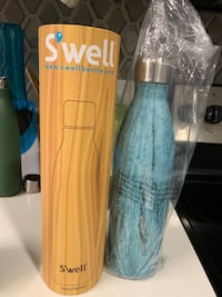 Brand new 25 oz swell bottle