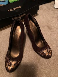 Gorgeous Brown and Gold Heels Size 8  Hope Mills, 28348