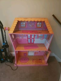 4 and 1/2 foot tall La La Loopsy doll house Clifton Heights, 19018