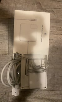 60 W magsafe power adapter for MacBook London, N6B 1V7