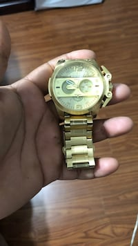 Round gold chronograph watch with link bracelet Vancouver, V5X