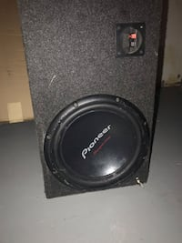 black Pioneer subwoofer with enclosure Milwaukee, 53218