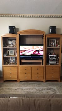 I'm selling a three piece furniture  Alexandria, 22306