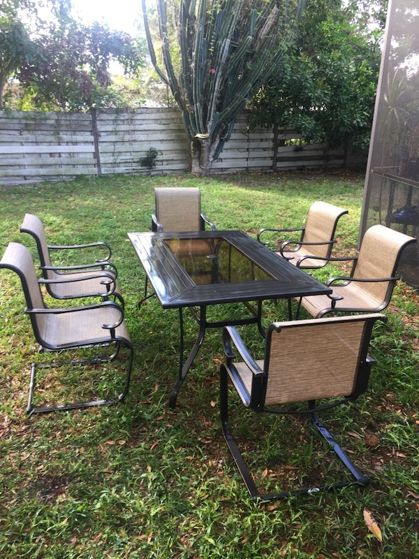 Metal and Glass Patio Set (6 seats)