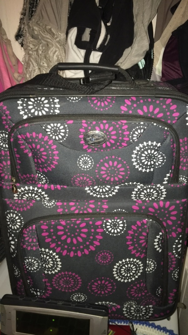 black and pink floral Vera Bradley backpack 26574831-85c6-4056-8a94-f2fa0e3acd25