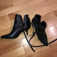 Pointy booties with strap around  Montréal, H3N 2C6