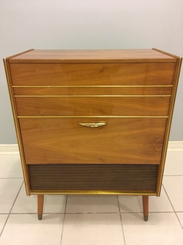 Vintage 1960's Record player and radio - working great 572f6332-46dd-4ad3-880c-27ae352b8614