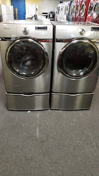 Samsung set washers and dryer excellent condition