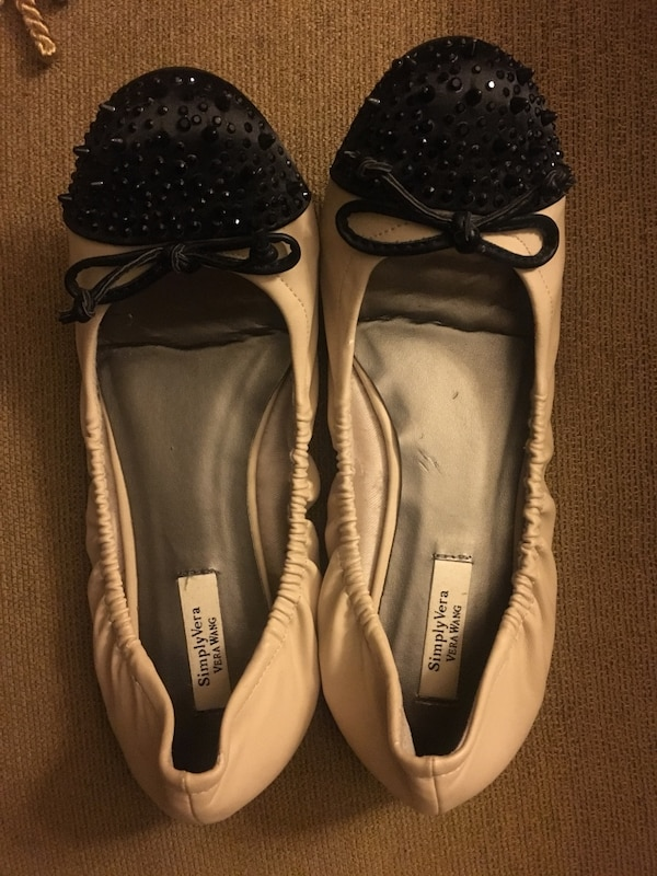 3ce29f9e4a6d Used Simply Vera Vera Wang women s Flats for sale in West Sayville - letgo