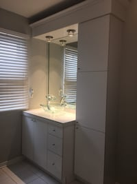 Bathroom vanity in good  condition mirror not available (still glued on the wall) Vaudreuil-Dorion, J7V 9S4