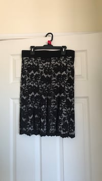 NEW black lace with off white under, skirt. Karen Kane.