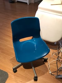 blue and white leather padded chair King, L0G