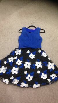 blue and white floral sleeveless dress 3728 km