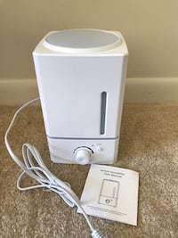 Humidifier and essential oil diffuser