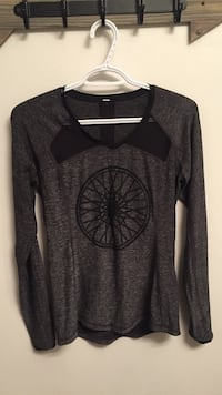 Lululemon x soul cycle long sleeve Toronto, M5V 3W5