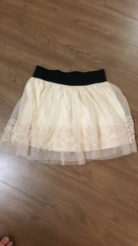 Size Medium lace skirt Richmond, V6X 1E1