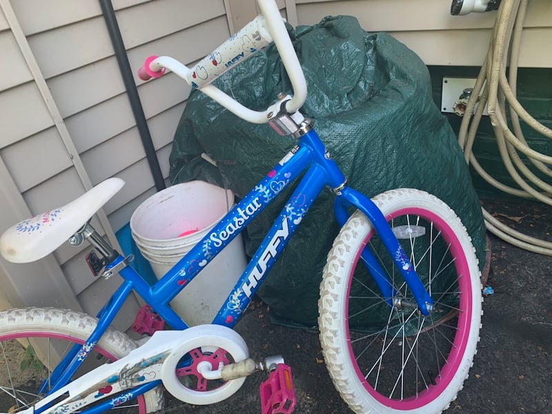 Girls bike 186a836f-5082-435e-8cd7-cb4213eb46c6