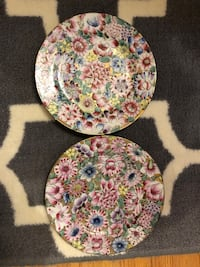 PAIR OF DECORATIVE FLORAL DISHES