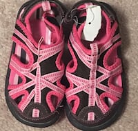 pair of pink-and-black sandals Milton, L9T 8P3