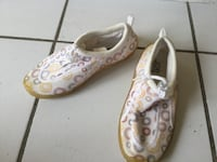 White and pink kids water shoes size 3 Vaughan, L6A 1N1