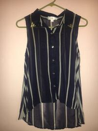 Cute sleeveless top with buttons