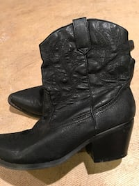 pair of black leather cowboy boots Baltimore, 21220