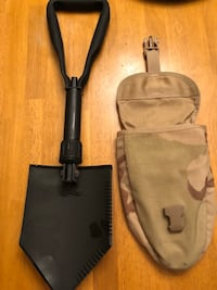 Entrenching Tool with Case