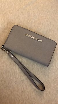 Michael Kors Wristlet Wallet / Phone Case Richmond, V6X