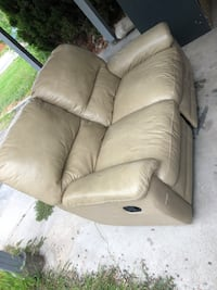 Leather recliner Kelowna, V1X