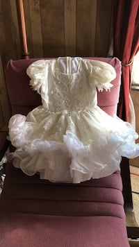 Girl's white and off-white dress with puff sleeves