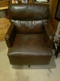2 matching leather rocking chairs Edmonton, T6E 0H6