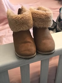 Zara boots that look like Uggs, size in pics.  Brampton, L6P