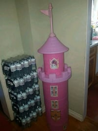 Disney princess castle table and chairs set  Pickering, L1W 1K5