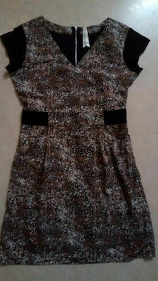 women's brown dress with black cap sleeves