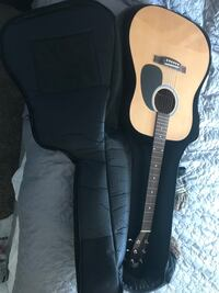 Brown and black acoustic guitar with gig bag Bellevue, 68005