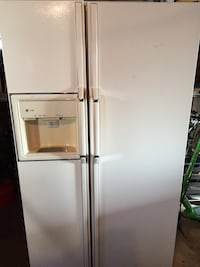 White side-by-side refrigerator for parts only Downers Grove, 60515