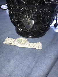 White guess watch with pearl face and orig bag London, N6M 1J3