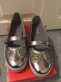 Slip on flat comfortable shoes size 8
