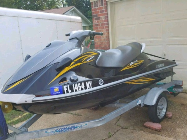 2009 Yamaha VX Deluxe Jet Ski with trailer