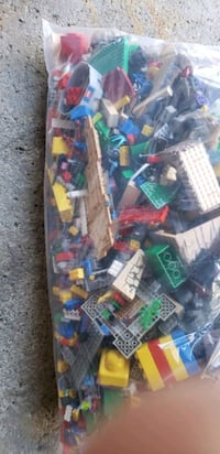 Large bag of Lego, Duplo and Bionicle sets Toronto, M1S 2S7