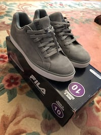 Pair of gray fila sneakers - size 10 Markham