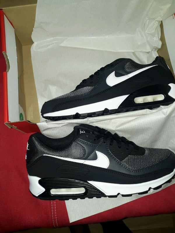 Nike Airmax 90 essential size 42.5 only serious buyer 79683f76-135f-447b-9fcf-2779a22b85fa