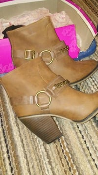Size 9 booties Somerton, 85350