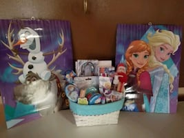 Frozen basket with 2 poster pictures