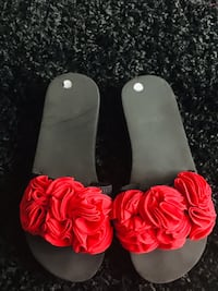 Red roses sandals size 8 Windsor Heights, 50324