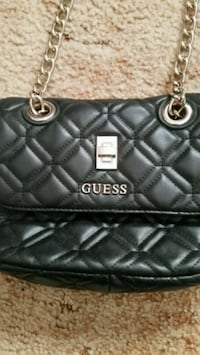 Guess purse Greater Sudbury, P3A 5T8