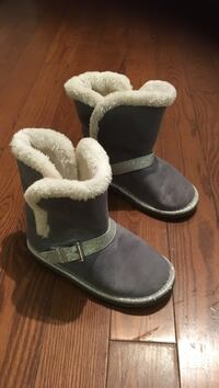Childrens place grey fuzzy boots with rubber sole Toronto, M4K 2X5